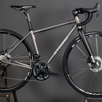 Custom Blend titanium disc all-road frame with Ultegra Di2. It can take tires up to 35mm.